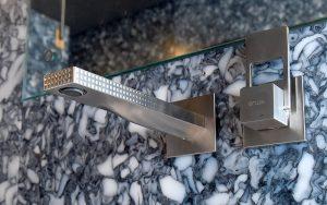 In der Unit Urban Mining & Recycling von NEST prüft arwa ein neues Produktionsverfahren ihrer Prototypen.