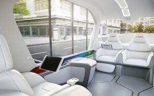 Der Innenraum des Konzeptfahrzeugs wurde für vier Fahrgäste konzipiert. Am Zielort angekommen, bezahlen die Passagiere ihre Fahrt mit einem ePayment-Service. Fotos: Bosch