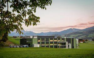 Der Neubau der Kernser Edelpilze GmbH, geplant von der EBP Schweiz AG, Zürich ist Gewinner in der Kategorie 3 (Energie- und Gebäudetechnik) sowie der Gesamtsieger beim Building-Award 2019. Foto: zvg
