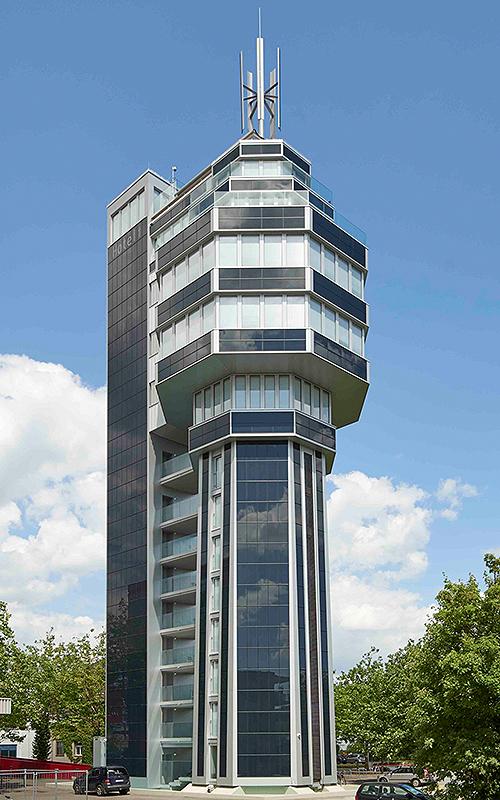 Bauherren aus Radolfzell haben einen alten Wasserturm in ein Energiesparhotel umgebaut. Foto: SEM`S Media Michael Schellinger