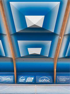 Visualisierung einer textil sanierten Tennishalle mit dem Dämmelement Schirm. Fotos: HSLU