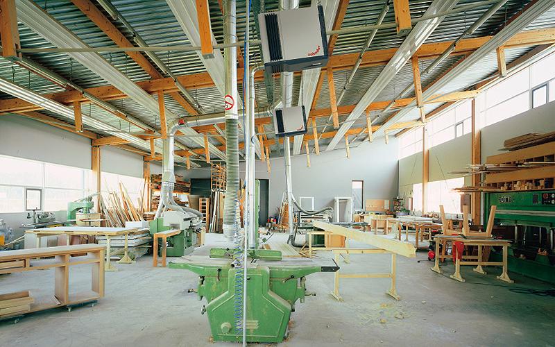 Neben Wärme und Kälte sollte bei Industrie- und Gewerbebauten auch immer an die Lufthygiene gedacht werden und zum Beispiel Luftreinigungssysteme installiert werden.