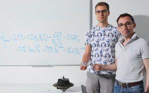 DerDoktorand Cyril Picard und Jürg Schiffmann, Leiter des Forschungsteams im Campus Microcity, Neuenburg. Foto: Alain Herzog / 2019 EPFL