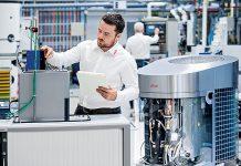 Blick in das innovative, systemorientierte Prüf-Labor mit mehreren Prüfständen von Elco in Hechingen. Foto: zvg