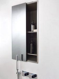 Geberit ONE Nischenablagebox Mit einer vormontierten Dichtfolie zur Einarbeitung in die Verbundabdichtung ausgestattet, ist die Nischenablagebox ein fester Bestandteil des Installationssystems. Sie verfügt optional über eine verspiegelte Schiebetür.