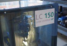 Am Fraunhofer ISE entwickelte leistungsfähige Wärmepumpe mit dem klimafreundlichen Kältemittel Propan für eine Aufstellung innerhalb des Hauses. Foto: Fraunhofer ISE