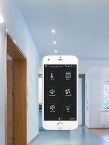 Die integrierte Bluetooth-Kommunikation erlaubt eine lokale Vorrangbedienung über Smartphone oder Tablet. Eine user-freundliche App ermöglicht den Zugriff auf Messwerte, Regelgrössen und Systemparameter. Alternativ kann auch die lokale Bedieneinheit LOI mit hochauflösendem, grafischem Farbdisplay eingesetzt werden. Foto: SAUTER