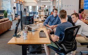 Der Joballtag der Mitarbeiter wird immer agiler - und das nicht mehr nur in der IT, sondern auch übergreifend im Business. Foto: Austin Distel, Unsplash