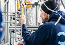 Im Forschungsprojekt NECOC entsteht eine integrierte Versuchsanlage, mit der ein neuer Prozess zur Reduktion des Treibhausgases CO2 in der Atmosphäre erprobt werden soll. Produziert wird dabei Carbon Black – ein hochwertiger, fester Kohlenstoff. Foto: Moritz Leg