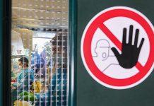 Mit den Forschungsergebnissen sollen die Gesundheitsbehörden das Virus dokumentieren können, bevor die Krankheit klinisch diagnostiziert wird. Im Bild links ist das Labor für Umweltchemie (LCE) der EPFL zu sehen. Foto: EPFL/Alain Herzog