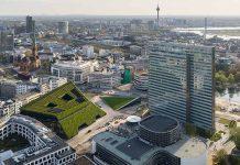 Das Geschäfts- und Bürogebäude Kö-Bogen II in Düsseldorf. Foto: Ingenhoven Architects/HGEsch