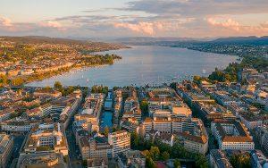 Hinter Singapur und Helsinki liegt Zürich auf Platz 3. Sonst ist unter den weltweit «smartesten» Städten nur noch Genf vertreten. Foto: Henrique Ferreira / Unsplash