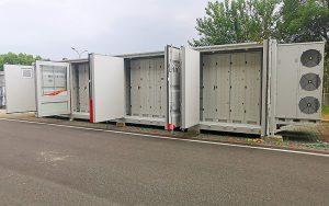 CKW und Axpo realisieren 2021 in Rathausen/LU ein Batteriespeichersystem mit einer schweizweit einzigartigen Anwendungskombination. Das System leistet einen Beitrag zur Netzstabilität. Foto: CKW