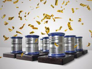 Anstelle einer feierlichen Übergabe mussten dieses Jahr, wegen Covid-19, die beliebten Pokale zusammen mit einem Diplom und der Prämie per Post an die erfolgreichen Absolventen verschickt werden. Foto: Geberit Vertriebs AG