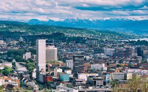 Per Ende 2020 verfügten erst 23 Städte in der Schweiz über eine ausgearbeitete Smart City-Strategie. Foto: Andreas Fischinger/Unsplash
