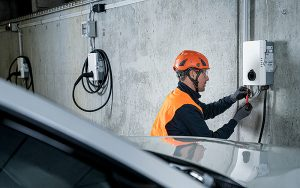 Mit Helion verfügt Bouygues Energies & Services über den führenden Anbieter von Photovoltaik, Wärmepumpen und E-Mobility. Fotos: Bouygues