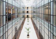 Smartphone-Navigation für Gebäude. Foto: Mikhail Derecha/Unsplash