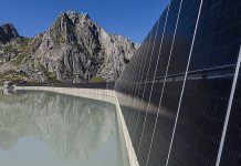 erste hochalpine Solar-Grossanlage an der ewz-Albigna-Staumauer. Blick Richtung Fiamma und Wärterhaus. Foto: ewz