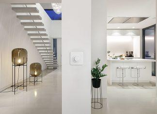 Der neue KNX Drehsensor ist in den populären Feller Designlinien EDIZIOdue und STANDARDdue erhältlich. Foto: Feller AG