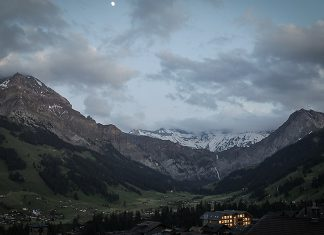 Revier Mountain Lodge Adelboden mit Panorama. Foto: REVIER Hospitality Group
