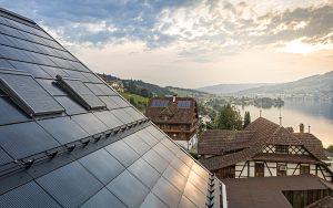 Dachintegrierte Anlage in Meggen (LU). Foto: Eternit Schweiz AG