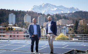 CKW stärkt mit dem Kauf von Solarville AG den Solarbereich. Thomas Bachmann (links), CEO Solarville, und Linus Gähwiler (rechts), Leiter Geschäftsbereich Gebäudetechnik bei CKW. Foto: CKW