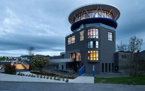 Die WPP Architektur Raum Umwelt AG hat gemeinsam mit der Bauherrin HLM AG ein ehemaliges Sägemehlsilo in einen gastronomischen und architektonischen Leuchtturm transformiert. Foto: Jean-Luc Grossmann