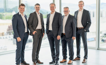 Die neuen GL-Mitglieder mit CEO Patrik Lanter (v.l.n.r.): Pascal Welti (Leiter Energy Consulting), Michael Eugster (Leiter Marketing), Patrik Lanter (CEO), Pascal Perrino (Leiter Information Technology) und Ralph Stadler (Leiter Business Development). Foto: zvg