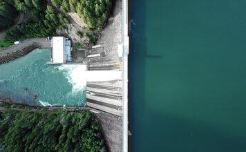 76 Prozent des Stroms aus Schweizer Steckdosen stammten 2020 aus erneuerbaren Energien. Foto: Dan Meyers/Unsplash