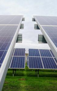 2020 stammte der Strom zu rund 10.3 Prozent aus Photovoltaik, Wind, Kleinwasserkraft und Biomasse. Foto: Mariana Proenca/Unsplash